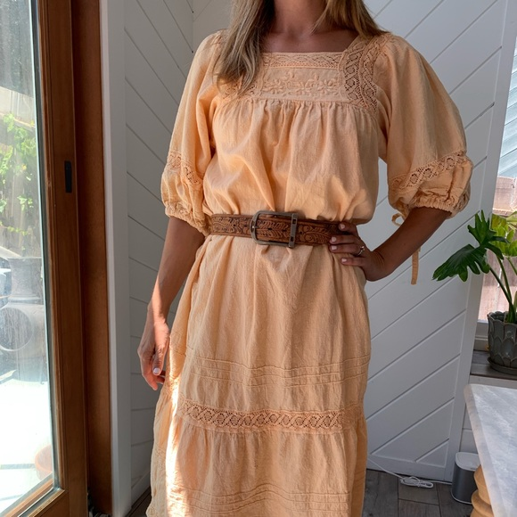 Dresses & Skirts - VINTAGE peachy boho dress with amazing sleeves!